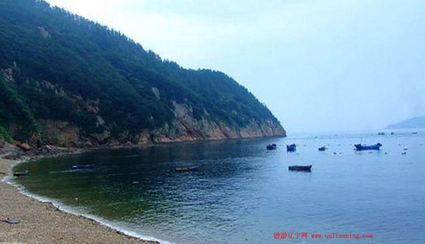 从大连港,金石滩港或者皮口港乘船到达獐子岛,然后再转乘到大耗岛的船