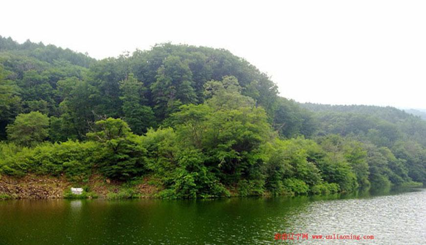 冰砬山旅游风景区位于铁岭市西丰县振兴镇