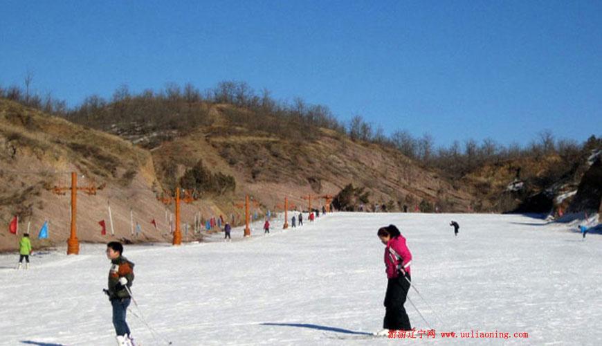 燕山湖庙子沟滑雪场