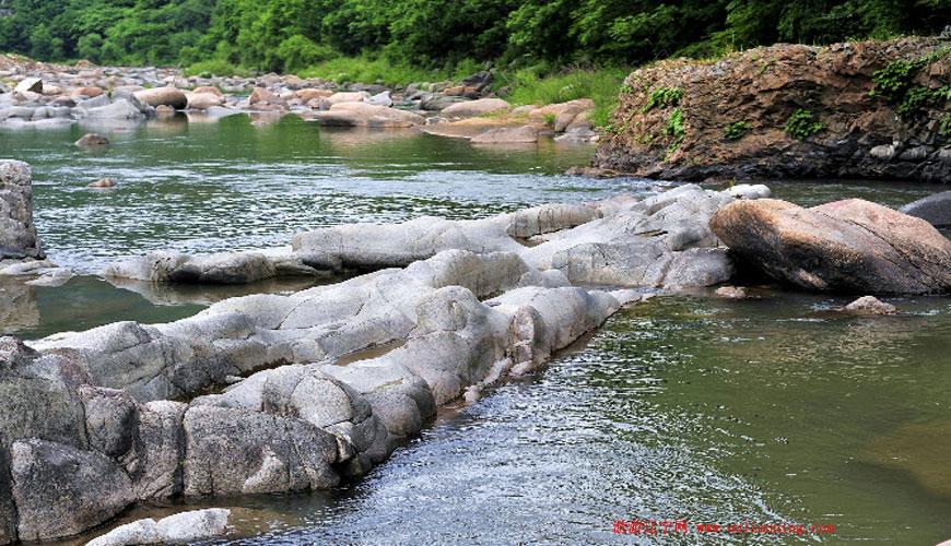 奇石峡漂流